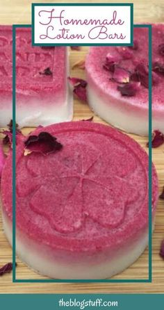 Homemade lotion bars without beeswax (vegan alternative). Homemade Scrub, Sugar Scrub Diy, Cream Recipes, Vegan Recipes, Sugar Wax Recipe, Pink Foods, Lotion Bars, Easy Food To Make, Sweet Almond Oil