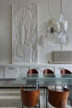 A collection of our favourite dining rooms. Including jaw-dropping chandeliers, wall sconces, dining table lamps and contemporary dining room furnishings. Interior Exterior, Interior Architecture, Rooms Home Decor, Room Decor, Robert Mallet Stevens, Design Apartment, Décor Boho, Design Blog, Design Ideas