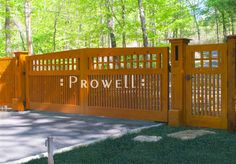 Prowell Woodworks' Craftsman Driveway Gate the side gate Backyard Gates, Driveway Gate, Garden Gates, Yard Fencing, Side Gates, Front Gates, Entrance Gates, Craftsman Farmhouse, Craftsman Exterior