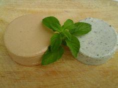 Formaggi veg, affumicato e con semi di canapa
