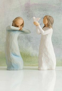 Graduation Gifts by Susan Lordi Willow Figurines, Willow Tree Figures, Willow Tree Angels, Weeping Willow, Papi, Tree Toppers, Dear Santa, Graduation Gifts, Nativity