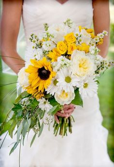 How to Plan a Sunflower Wedding the Easy Way | http://simpleweddingstuff.blogspot.com/2014/11/how-to-plan-sunflower-wedding-easy-way.html