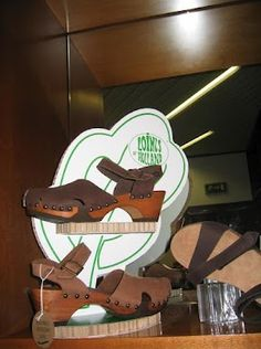 Loints of Holland - Woodstock Heel article 54160 with the flexible wooden sole (google+)