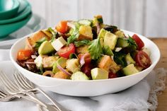 This high fibre salad is a vibrant mix of tomatoes, avocado and crunchy pieces of ciabatta. Panzella Salad, Panzanella Salad Recipe, Caprese Salad, Ciabatta, Helathy Food, Easy Summer Salads, Bread Salad, Avocado Salat, Wheat Free Recipes