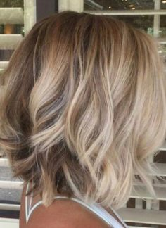 2019 hair color trends that you should copy right away 2019 hair color trends Wavy Hair Color Copy hair Trends Hair Color Caramel, Ombre Hair Color, Hair Color Balayage, Balayage Bob, Balayage Highlights, Medium Hair Styles, Curly Hair Styles, Medium Length Wavy Hair, Hair Medium