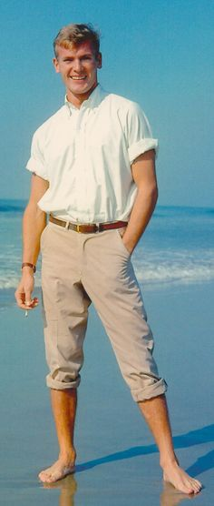 TAB HUNTER in white button-down & khakis. From Hollywood & the Ivy Look. By Graham Marsh & Tony Nourmand. Hollywood Actor, Old Hollywood, Blond, Diva E, Ivy Look, Tab Hunter, Hunter Movie, Anthony Perkins, Lgbt Love