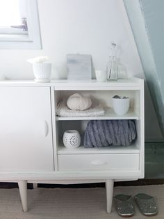 Wit vintage kastje - vtwonen Fotografie en styling Jeltje Janmaat #decoration #interior #white