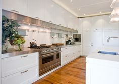 Mangawhai - Traditional Kitchen by quattro: :uno » Archipro