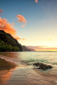 Na Pali coastline - Kauai, Hawaii.  ASPEN CREEK TRAVEL - karen@aspencreektravel.com