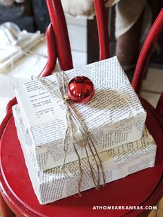rough luxe lifestyle: 10 Stylish Wrapping Ideas Using Newspaper Rustic Christmas, Christmas Time, Christmas Holidays, Christmas Crafts, Christmas Decorations, Table Decorations, Holiday Decor, Christmas Gift Wrapping, Xmas Gifts