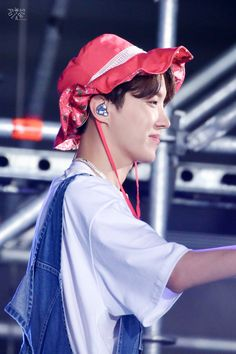 #jhope #hoseok Bts J Hope, Record Producer, Jung Hoseok, Jhope, Korean Boy Bands, Favorite Color, Rapper, Hats, Outfits