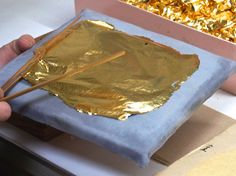 Kanazawa gold leaf: see how it's made with The Art of Travel! Oriental Style, Oriental Fashion, Kanazawa, Gold Leaf, Contemporary Art, Japan, Handmade, Crafts, Travel