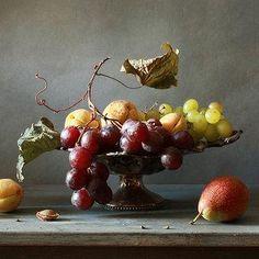 Grapes, apples and half a plum. Grape Painting, Fruit Painting, Still Life Images, Still Life Art, Multimedia Arts, Fruits Images, Vides, Detail Art, Still Life
