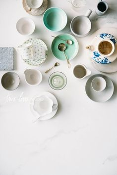 Three super cheap ideas for DIY faux marble backgrounds! Make those food photography backgrounds of your dreams for a fraction of the price. Food Photography Props, Nature Photography, Photography Guide, Outdoor Photography, Children Photography, Buffet, Background Diy, Food Backgrounds, Prop Styling