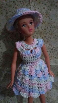 Crochet Doll Dress, Crochet Barbie Clothes, Crochet Girls, Crochet Doll Pattern, Knitted Dolls, Girl Doll Clothes, Crochet Baby, Barbie Knitting Patterns, Knitting Dolls Clothes