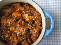 Slow Cooker Beef and Ale Stew - No. 1 slow cooker recipe of 2014 on www.slowcookerclu… – Slow Cooker Beef and Ale Stew - Meat Recipes, Slow Cooker Recipes, Cooking Recipes, Healthy Recipes, Supper Recipes, Chicken Recipes, Slow Cooking, Beef And Ale Stew, Gastronomia