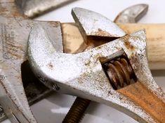 Des outils impeccables avec cette astuce contre la rouille qui vous rend marteau !noté 3.5 - 4 votes Il y a ceux qui gardent leurs outils hors de leur vue dès que c'est possible et qui retardent volontiers les projets nécessaires chez eux parce que la simple idée de tenir un marteau leur donne des … More