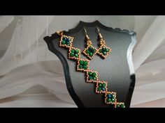 In this video i show you how to make a beaded pendant with twin beads. Happy cra… - new season bijouterie Beaded Bracelets Tutorial, Woven Bracelets, Jewelry Tags, Jewelry Crafts, Jewelry Ideas, Beaded Earrings, Beaded Jewelry, Twin Beads, Diy Schmuck
