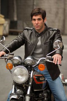 """Happy from Maura: """"You still have pain?"""" Jane: """"No, I just like saying 'ow.'"""" The kind of one Maura wants to take Jane on for a ride. Like · Reply · 18 · May 7 at Jordan Bridges, Motos Vintage, Maura Isles, Tess Gerritsen, Crime, Angie Harmon, We Are Family, Poses, Attractive Men"""