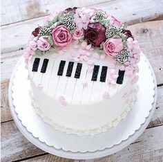 piano cake for girls music themed cakes designs Music Themed Cakes, Music Cakes, Theme Cakes, Unique Cakes, Creative Cakes, Bolo Musical, Piano Cakes, Birthday Cake Decorating, Cake Birthday