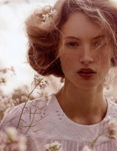 Mode beauty / rumpled Edwardian hair + reddish lips | makeup + hair inspiration.