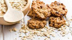 ザクザク食べ応えのあるオートミールのクッキー。体に良いイメージがある一方、普通のクッキーと比べると値段も少し高く、やはり気になる美容面。そんな気になる点も、ヘルシーな食材を使って手作りすれば一気に解決です!ベースに使用するのは、オートミール