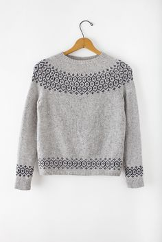 Stasis Pullover pattern by Leila Raabe. Stasis Pullover pattern by Leila Raabe. Fair Isle Knitting, Hand Knitting, Diy Pullover, Diy Laine, Pull Jacquard, Brooklyn Tweed, Pulls, Knitting Projects, Knitting Patterns