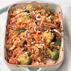 Macaroni met ham, kaas en champignons Oven Dishes, Tasty Dishes, Italian Dishes, Italian Recipes, Food Vans, Good Food, Yummy Food, Pasta Recipes, Healthy Recipes