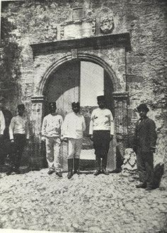 Castel Chissamo - Porta della rocca, Αrchive of Giuseppe Gerola. Old Photos, Vintage Photos, Tree Identification, Old Maps, The Past, Painting, Crete, Old Pictures, Antique Maps