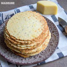 Saratele cu branza si chimen la presa / Thin cheese caraway crackers - Madeline.ro Caraway Seeds, Keto Cheese, Crackers, Baking Soda, Food And Drink, Cooking Recipes, Breakfast, Kiwi, Feta