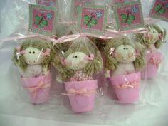 Lembrancinha personalizada boneca rosa | Wannessa Gomes | 3A3759 - Elo7