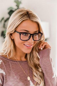 Eyeglasses For Women Round Face, Glasses For Round Faces, Big Glasses, Girls With Glasses, Black Frame Glasses, Women In Glasses, Stylish Glasses For Women, People With Glasses, Glasses Style