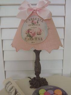 Abat-jour en lin rose poudré, applique en tissu thême floral rétro : Luminaires par patines-lin-et-coton