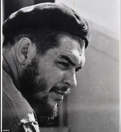 Revolutionary leader Che Guevara met Fidel Castro in 1955 and four years later played a key role in his guerrilla war against Cuban dictator Fulgencio Batista, leading to Castro taking over power in Cuba. This portrait of Che Guevara was sold for Fidel Castro, Che Guevara Photos, Cuban Leader, Ernesto Che Guevara, Viva Cuba, Human Icon, Guerrilla, Special People, Socialism