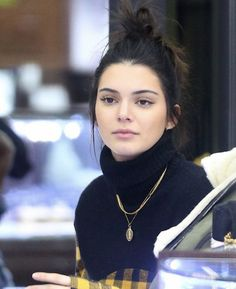 Shared by kendall LA. Find images and videos about model and kendall jenner on We Heart It - the app to get lost in what you love. Kendall Jenner Outfits, Kendall Jenner Make Up, Kendall Jenner Mode, Looks Kylie Jenner, Kylie Jenner Style, Kendall Jenner Hairstyles, Kendalll Jenner, Kardashian Jenner, Vetement Fashion