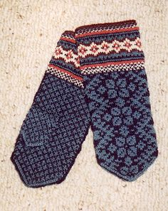 note: the use of color and pattern in cuff the overall pattern might work for small kids hand