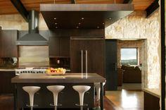 Cocina en piedra y madera