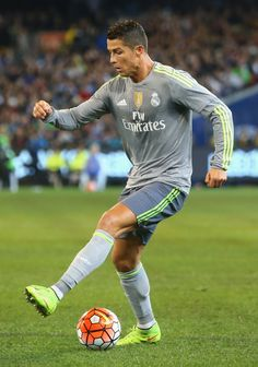 Cristiano Ronaldo With The Ball Playing For Spanish Club Real Madrid Football 2018, Madrid Football, Football Icon, Best Football Team, Sport Football, Good Soccer Players, Football Players, Manchester City, Cr7 Portugal