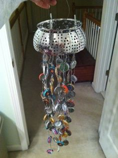 DIY Wind Chime – Craft projects for every fan! Beer Bottle Caps, Bottle Cap Art, Garden Crafts, Garden Art, Garden Totems, Garden Ideas, Reduce Reuse Recycle, Upcycle, Wind Chimes Craft