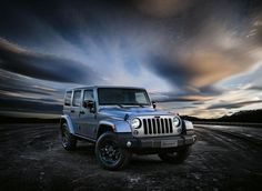 2017-Jeep-Wrangler-front-view-grille-and-headlights