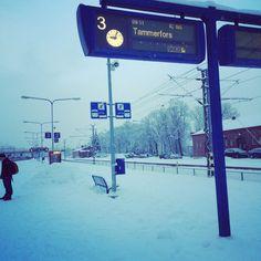 Helmikuinen aamu Hämeenlinnan rautatieasemalla