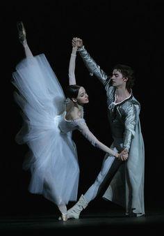 Alexander Volchkov and Anna Nikulina in Yuri Grigorovich's Romeo and Juliet. Photo (c) Damir Yusupov/Bolshoi Theatre.