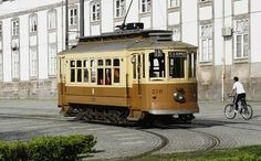 Electric bus, Porto. Since 1895 to now a days.