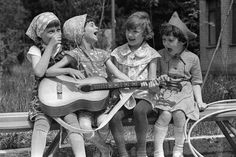 Children of the Soviet Past - English Russia Smiling People, Kids Around The World, Sister Love, Soviet Union, Funny Kids, Vintage Photos, Russia, In This Moment, Black And White