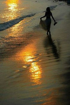 """""""I think, world fly to tomorrow, not yet seen. your tears, me going carrying to tomorrow. Beautiful Dream, Simply Beautiful, Beautiful World, Am Meer, Jolie Photo, Foto Pose, Beach Walk, Strand, Photography Poses"""