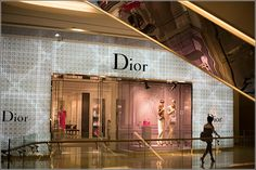 Singapore – Shopping at Orchard Road Singapore – ION Center Dior – Asia