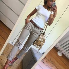 Skinny crop, fitted cap sleeve, heels/flats/wedge Source by sarasarouraaaa Komplette Outfits, Casual Work Outfits, Business Casual Outfits, Professional Outfits, Office Outfits, Work Casual, Spring Outfits, Fashion Outfits, Dress Casual