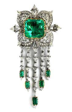 Stunning emerald brooch #diamanten #smaragd #grün #brosche
