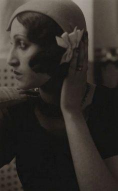 mapetitemelancolie:    Jacques Henri-Lartigue - Renée Perle with hand on hat, 1930