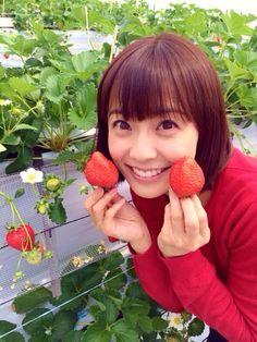 小林麻耶いちごとかわいいポーズ